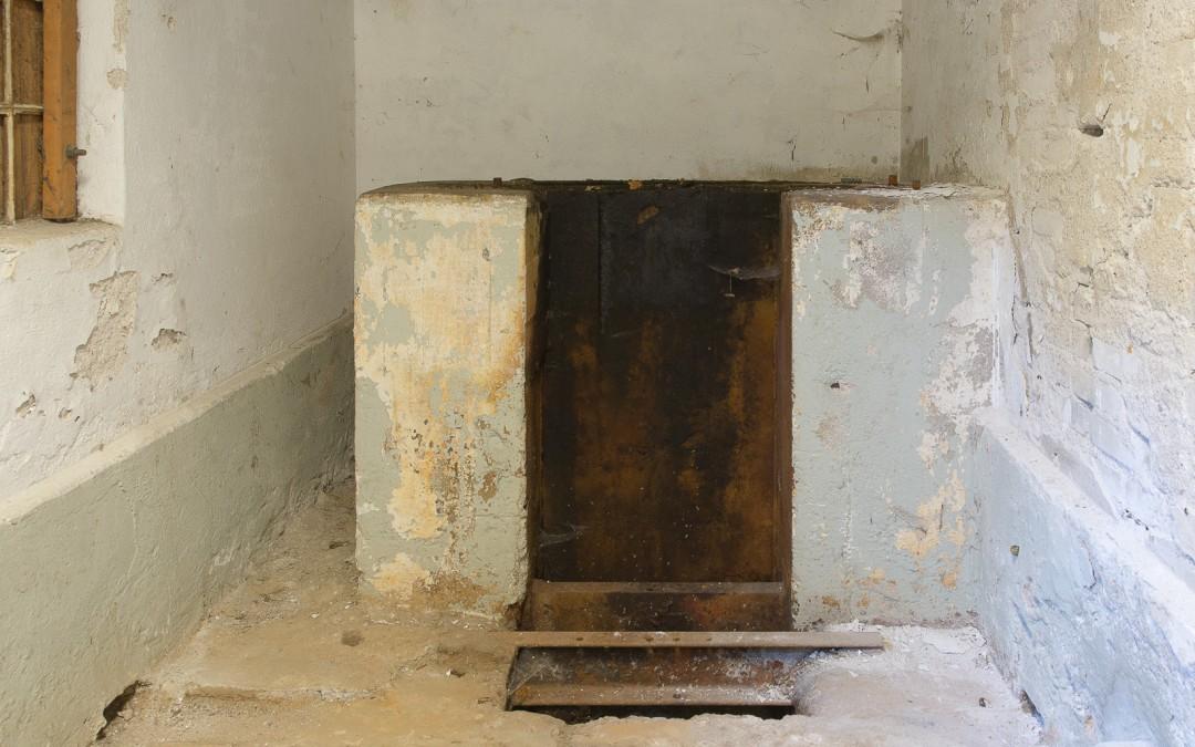 Her stod den gamle pumpe som var drevet af en vindmølle
